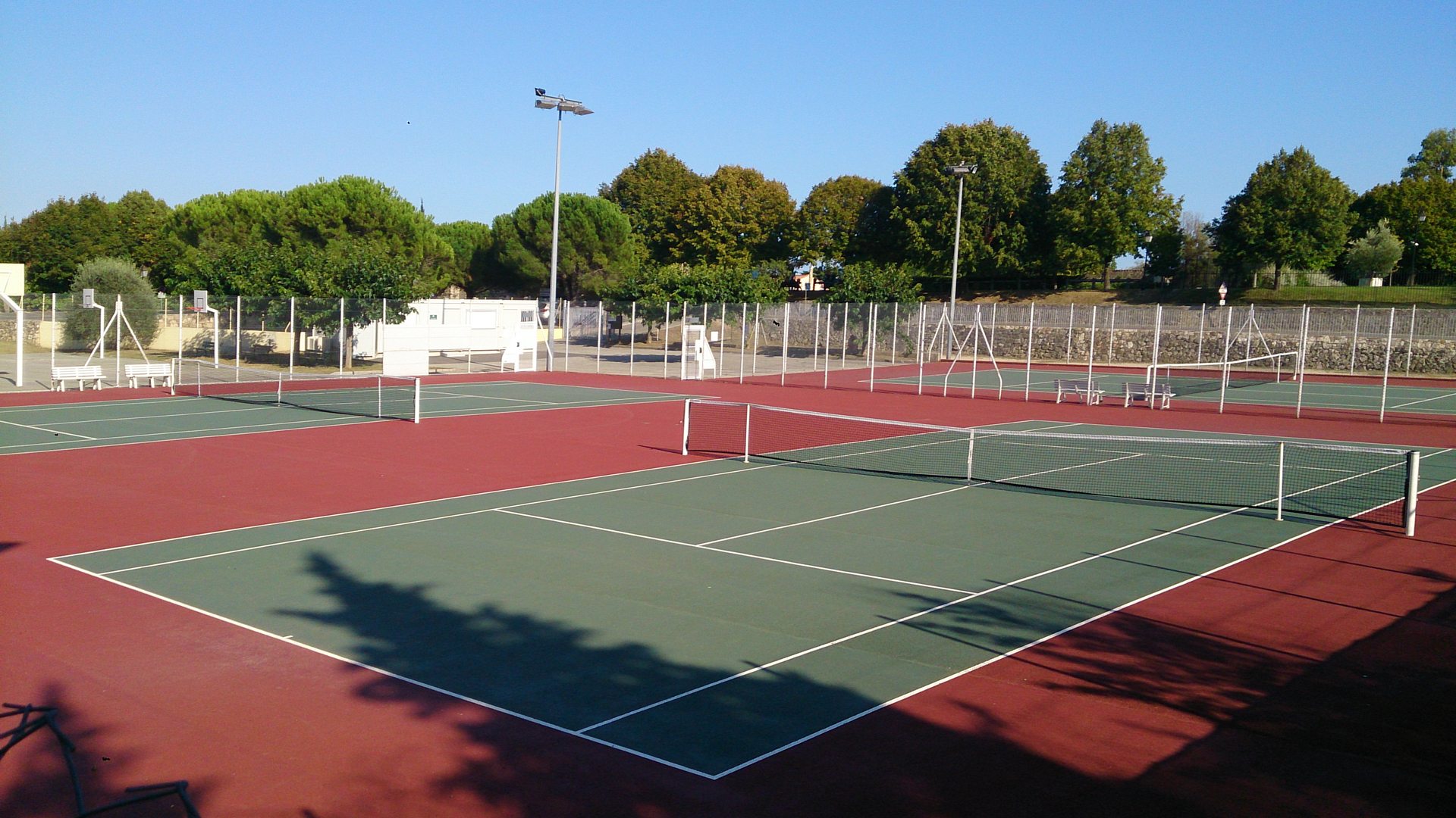 Club de tennis municipal chateauneuf grasse 06 tennis for Club de tennis interieur saguenay